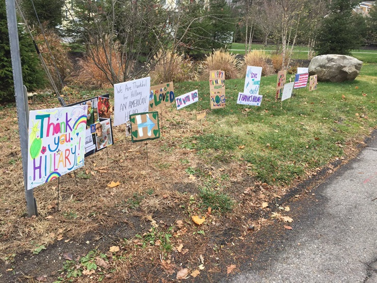 hillary-clinton-thanksgiving-signs-surprise