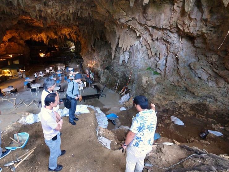 world-oldest-fish-hooks-found-okinawa-japan